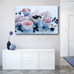 Шарики мороженого с голубикой и ежевикой